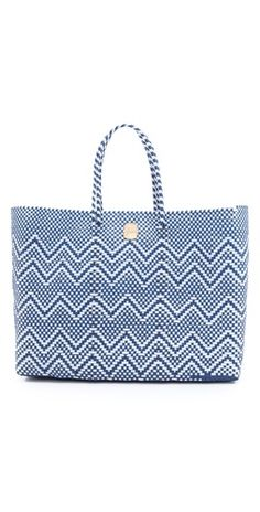 adorable summer tote...for as much as you go to the pool with your kiddos, you need a good beach bag!