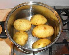 """Csirke """"Pékné"""" módra   Varga Gábor (ApróSéf) receptje - Cookpad receptek Bacon, Potatoes, Vegetables, Pizza, Potato, Vegetable Recipes, Pork Belly, Veggies"""