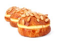Revetlla  · Pignons de Castille · Crème caramélisée de citron et cannelle · Brioche française #patisserie #pastry #pasteleria #sweet #gourmandes #gourmet #cake #chocolat #recipe #recette #receta