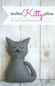 Easy stuffed Cat. Could fill with beans/rice to make a doorstop or hand warmer too. #cat #crafts