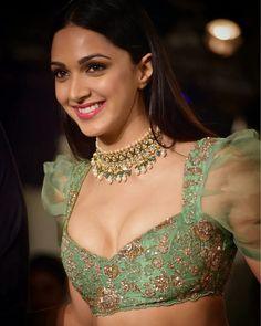 Unseen Photos : Vinaya Vidheya Rama (VVR ) Heroine Kiara Advani Hot Sizzling Stills Indian Celebrities, Bollywood Celebrities, Beautiful Celebrities, Beautiful Actresses, Bollywood Actress Hot Photos, Bollywood Fashion, Bollywood Saree, Hot Actresses, Indian Actresses