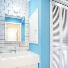 男性で、Other、家族住まいのルーバー扉/脱衣所/洗面ボウル/タイル/ペンキ塗り/洗面所…などについてのインテリア実例を紹介。(この写真は 2015-09-15 20:59:18 に共有されました)