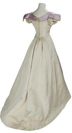 Evening dress, 1895-1899 London, the V Museum