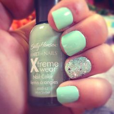Super Cute Sparkly and Mint Nails! Mint Nails, Gel Nails, Nail Polish, Cute Nails, Pretty Nails, Mani Pedi, Manicure, Brand Name Purses, Sparkle Nails