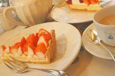 静岡発祥のキルフェボン 今の季節は苺なのに桃の風味がする 桃薫タルトがおすすめ不思議で美味しい