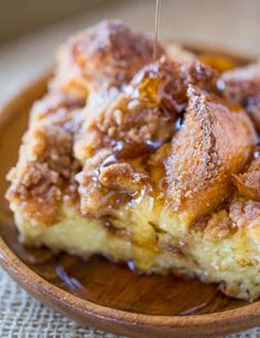 Easy French Toast Bake with no overnight chilling and all your favorite French Toast flavors you can serve to your family or a large crowd. Perfect with warm maple syrup. What's For Breakfast, Breakfast Dishes, Breakfast Recipes, Pumpkin French Toast, French Toast Bake, No Milk French Toast, Tostadas, Cupcakes, Brunch Recipes