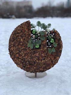 Christmas Flowers, Christmas Home, Xmas, Christmas Ornaments, Modern Floral Arrangements, Flower Arrangements, Arte Floral, Nature Decor, Texture Design