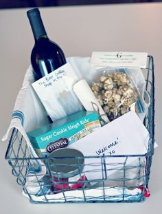 "DIY New to Town Gift Basket and Welcome Map - a ""Welcome Map"" to guide them through their new city, local goodies (treats or candles from a local shop, bottle of wine from a nearby winery, a gift card to the best coffee shop in town, an apple from the town's farmer's market, etc. Anything to get them excited to explore the city"