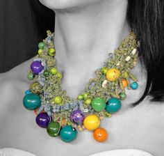 Vivid Ammandras: Vivid has the fashion set hooked on, and this multicolor necklace is a striking example. Exotic, How To Wear, Jewelry, Look, Fashion, Jewellery Making, Jewlery, Jewelery, Fashion Styles