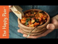 Here& our take on a one pot goulash recipe, thanks for watching our last one pot wonder video, we& hoping to continue this on as a series. One Pot Goulash Recipe, Goulash Recipes, Vegetarian Cooking, Vegetarian Recipes, Healthy Recipes, Vegan Food, Healthy Dinners, Veggie Recipes, Gourmet Recipes