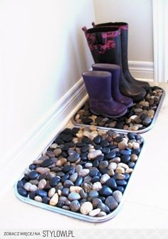 DIY River Rock Boot Tray-Floor Mat (Dollar Store Pebble Mat) <- works for snow too, I guess Thrift Store Finds, Home And Deco, Home Organization, Organizing Ideas, Organising, Dollar Stores, Dollar Store Hacks, Dollar Store Crafts, Home Projects