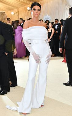 Blake Lively Arrives in Versace to the Met Gala X Kardasian, no: Kendall Jenner Gala Dresses, Red Carpet Dresses, Nice Dresses, Sheath Dresses, Kendall Jenner Estilo, Kendall Jenner Outfits, Kendall Jenner White Dress, Kendall Jenner Jumpsuit, Kendall White