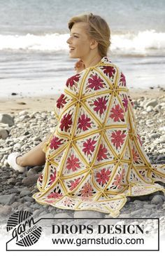 """Spring Daze - #crochet DROPS blanket with triangles and fringes in """"Paris"""". - Free pattern by DROPS Design"""