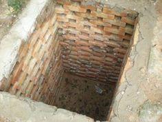 Выкладка кирпичом ямы под туалет