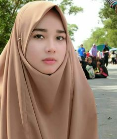 Discover recipes, home ideas, style inspiration and other ideas to try. Baby Hijab, Girl Hijab, Hijab Teen, Arab Girls Hijab, Muslim Girls, Hijab Casual, Hijab Chic, Beautiful Muslim Women, Beautiful Hijab