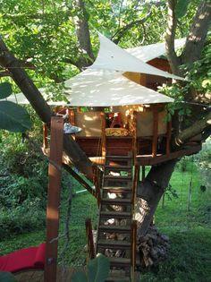 Was anfangs wie ein exklusives Baumhaus für Kinder aussieht, entpuppt sich nach genauem Hinsehen zu einer Wellnessoase im Freien.