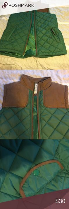 🆕LISTING: REALTREE PUFFER VEST This puffer vest is one of the best looking ones I've ever seen! The color is a gorgeous hunter green with leather-like accents! It is comparable to Northface puffer vests so it is great quality! Realtree Jackets & Coats Vests