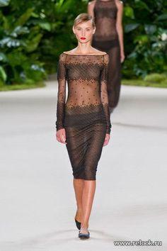 Платье из прозрачной сетки материала