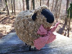 sheep home decor | Primitive Look Folk Art Woolly Lamb Sheep / Rusty Country Home Decor.