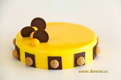 Nice Patrocinio shared a video Mirror Glaze Recipe, Mango Cake, Dacquoise, Chocolate Decorations, Fancy Desserts, Fresh Cream, Mousse Cake, Recipe For 4, Chocolate Covered