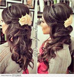 pretty romantic hair idea for long hair, long hair with curls and flower