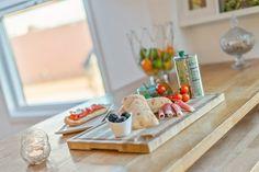 FINN – ALEXANDER KIELLANDS PLASS - Lekker 3(4)-r loftsleilighet med herlig vinterhage, mulighet for peis og 90 kvm gulvareal! Hanging Canvas, Modern Kitchen Design, Art Pieces, Food, Artworks, Essen, Art Work, Meals, Yemek
