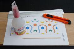 1- Avant de commencer à travailler, préparez bien vos outils. Si votre papier n'est pas trop épais, utitisez des ciseaux!!