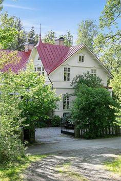 Marbotorpsvägen 105, Lövekulle, Alingsås - Fastighetsförmedlingen för dig som ska byta bostad This Old House, Interior Garden, Big Windows, Modern Spaces, Big Houses, Classic House, Cottage Homes, My Dream Home, Beautiful Homes