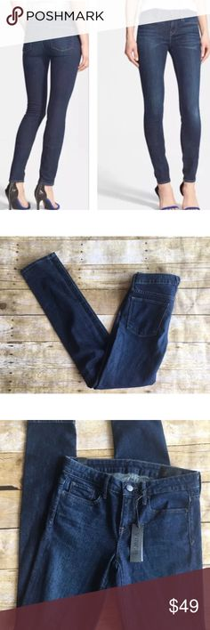 Vince Riley Legging Jeans Size 25 NWT Skinny BRAND: Vince  SIZE: 25  MATERIAL & Care: cotton and elastane  CONDITION: Nwt  MEASUREMENTS: Inseam 32 rise 9 waist 26  Pairs perfect with a chic Blouse or oversized sweater! Vince Jeans Skinny