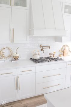white kitchen - white kitchen cabinets - white kitchen - white kitchen ideas - white kitchen backsplash ideas - white kitchen cabinets with granite - white kitchen backsplash - white kitchen decor - white kitchen design Fall Kitchen Decor, Fall Home Decor, Autumn Home, Cheap Home Decor, Kitchen Interior, New Kitchen, Kitchen Ideas, Kitchen Reno, Small Condo Kitchen