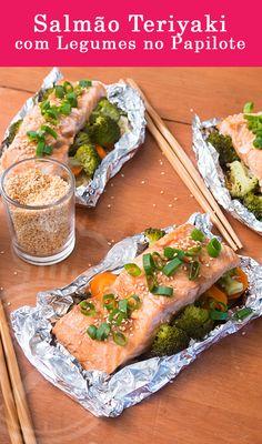 Peixe Salmão Assado com Molho Oriental Teriyaki com Legumes e Vegetais no Papilote
