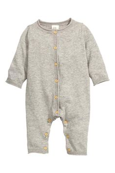 Fine-knit romper suit: BABY EXCLUSIVE/CONSCIOUS. Fine-knit romper suit in soft organic cotton with roll edges, buttons down the front and at the crotch and long arms and legs.
