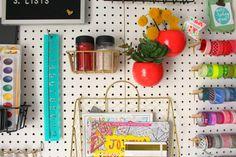 Organizing my craft room - A girl and a glue gun Sewing Room Design, Craft Room Design, Sewing Spaces, Sewing Rooms, Small Space Organization, Craft Organization, Organizing Life, Craft Desk, Craft Room Storage
