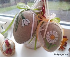 Easter eggs, easter ornaments, cross stitch, пасха, pasqua, pisanky, haftowane pisanki, handmade Small Cross Stitch, Cross Stitch Finishing, Cross Stitch Flowers, Counted Cross Stitch Patterns, Cross Stitch Designs, Easter Crochet Patterns, Easter Cross, Egg Crafts, Pattern Paper