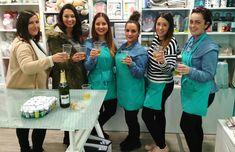 ¡Se acaba el año! Y qué mejor manera que brindando por el 2018 con antiguas compañeras y el nuevo equipo de Lluvia de Ideas 😊   #seacabaelaño #brindis2018 #nochevieja #mercería #bye2017 #campanadas #oviedo #asturias #equipo #merceríaonline