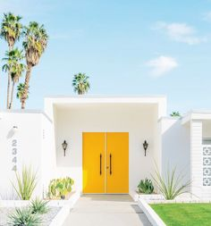 You've probably heard that what's on the inside is more important than the outside, but when it comes to houses, first impressions matter! Steal this classic Palm Springs trick of painting the front door a solid, bold colour to instantly lift an otherwise plain facade. Photo: Matt Crump. #interior #design #decor #house #home #yellow #door #colour #bold #bright #palm #springs #style