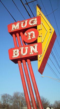 Mug 'n Bun ....Indianapolis, Indiana