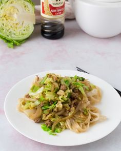 Cabbage Beef Stir-fry with Noodles - Kaali-jauhelihapaistos nuudeleilla Stir Fry Noodles, Beef And Noodles, Cabbage And Beef, Cabbage Casserole, Beef Stir Fry, Those Recipe, Cooking Time, Ground Beef, Kitchens