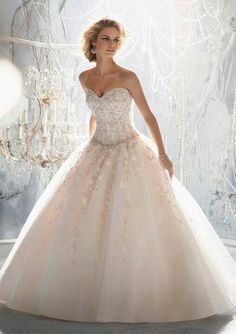 Parece sacado de un cuento de hadas. #ideasparaquinces #quinces #quinceaneras #dress #dresses #vestidos #fashion