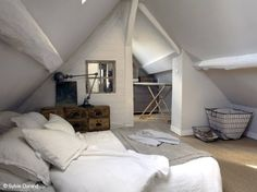 Natural Bedroom Decorating and Design Ideas Loft Room, Bedroom Loft, Dream Bedroom, Home Bedroom, Attic Spaces, Small Spaces, Natural Bedroom, Attic Bedrooms, White Rooms
