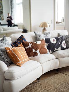 Inspiraatiota kotiin: Marimekon sisustussyksy 2018 | Pupulandia : Pupulandia Home Living Room, Living Spaces, Earthy Home Decor, Scandinavian Home, Marimekko, Home Decor Inspiration, Pillow Inspiration, Sweet Home, Bedroom Decor
