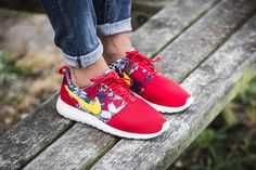"""***OUT NOW*** Girls, the WMNS Roshe One from Nike's """"Aloha Pack"""" is available at our shop now! EU 36,5 - 41 