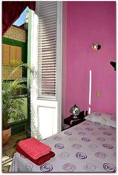Detalle de la habitación 1.Habitación con balcón. Cuba, Colonial, Decorating Rooms, Little Cottages