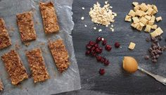 [No-Bake] Peanut Butter Granola Bars - Mom to Mom Nutrition Healthy Protein Snacks, Protein Bar Recipes, Protein Powder Recipes, Snack Recipes, Healthy Recipes, Granola Bars Peanut Butter, Peanut Butter Oatmeal, Chocolate Protein Bars, Chocolate Mix