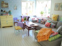 Great colours in this vintage styled living room