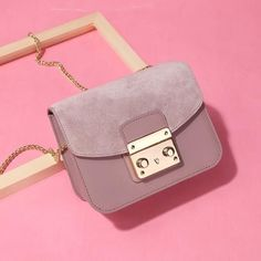 Create Casual Yet Chic Look With This Genuine Leather Messenger Bag 👉👜 Cow Leather, Pink Grey, Cover Design, Leather Crossbody, Messenger Bag, Shoulder Bag, Chain, Stylish, Create