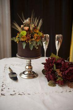 Fall wedding cake  http://rusticweddingchic.com/rustic-fall-wedding