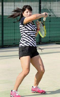 4月からプロ活動を始めた関学大テニス部の山本みどり