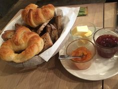 Hearty Breakfast and a Massive Hot Chocolate - Avis de voyageurs sur Cuisine de bar, Paris - TripAdvisor