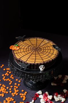 Tarta telaraña de calabaza para Halloween Sprinkles, Cupcakes, Halloween Party, Cookies, Desserts, Recipes, Food, Chocolate Covered, Pumpkin Crunch